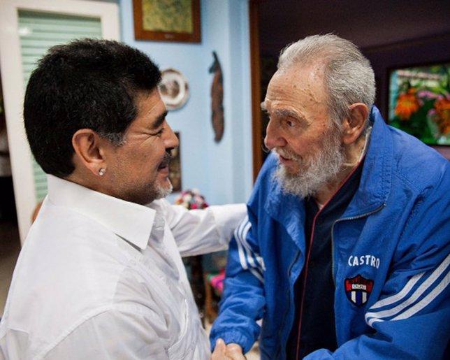 Diego Armando Maradona con Fidel Castro. Cuba.
