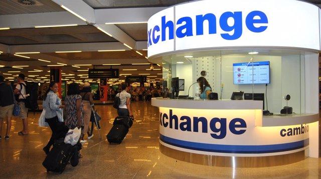 El aeropuerto de palma de mallorca abre su segunda oficina for Oficinas de cambio de moneda en barcelona
