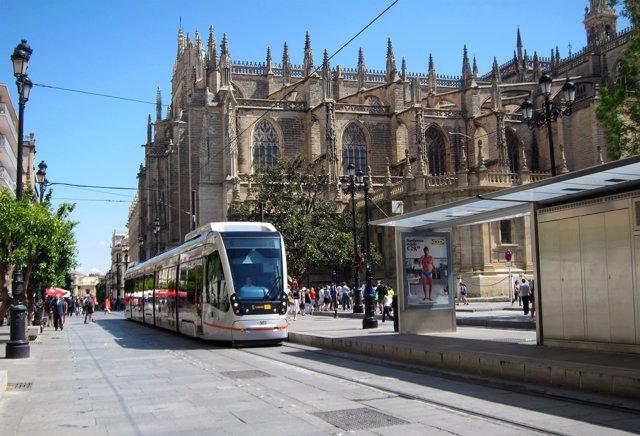 El metrocentro a la altura de la Catedral de Sevilla y el Archivo de Indias