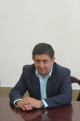 El secretario del PSOE de Jaén, Francisco Reyes, antes de antender a los medios.
