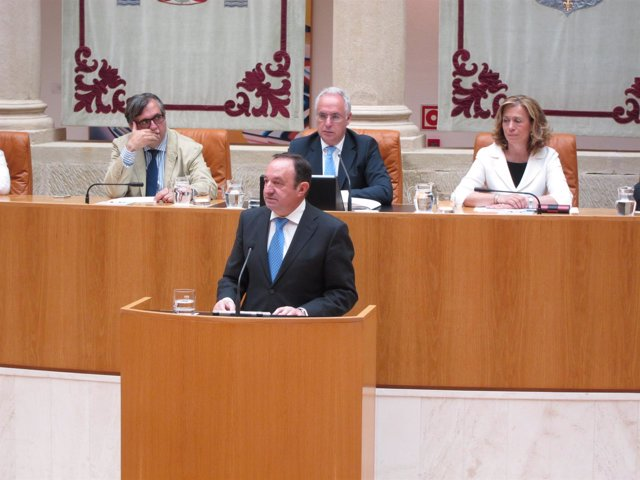 El presidente del Gobierno riojano, Pedro Sanz, en el Debate sobre estado Región