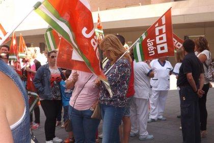 """Trabajadoras de limpieza del Hospital inician sus protestas ante la actitud """"intimidatoria"""" de la concesionaria"""