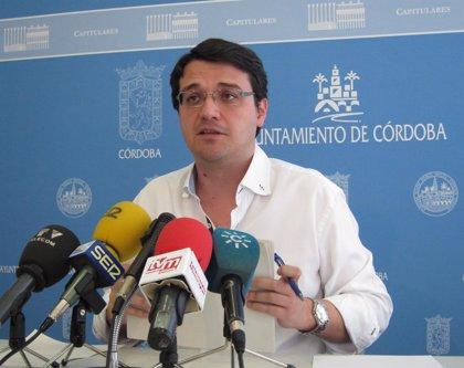 """El gobierno local lamenta que García (IU) """"repita sistemáticamente las palabras"""" del portavoz municipal de IU"""