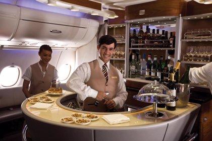 Emirates buscará tripulantes de cabina en Barcelona, Madrid y Santa Cruz de Tenerife