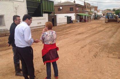 El presidente de la Diputación de Cuenca conoce el alcance de la riada que ha inundado Buenache de Alarcón