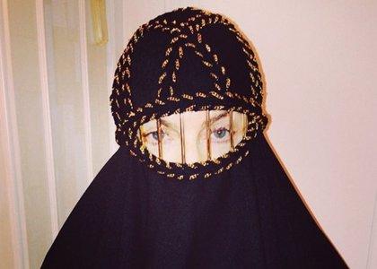 ¿Qué hace Madonna vestida con un burka?