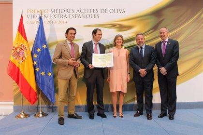 García-Tejerina entrega los premios 'Mejores Aceites de Oliva Virgen Extra Españoles 2013-2014', uno de ellos de Toledo