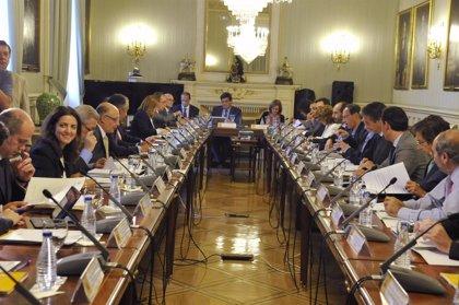 Economía.- Hacienda y Ayuntamientos fijan objetivo de déficit cero y rebajan los niveles de endeudamiento para 2015-2017