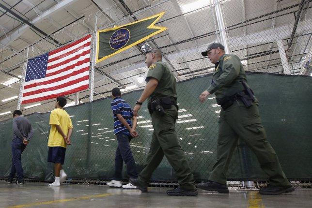 Niños inmigrantes detenidos