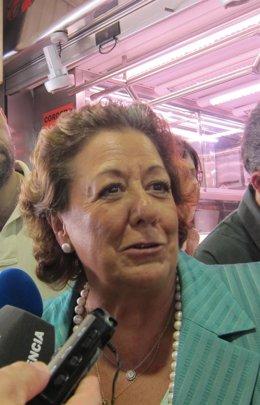 Rita Barberá haciendo declaraciones a los medios