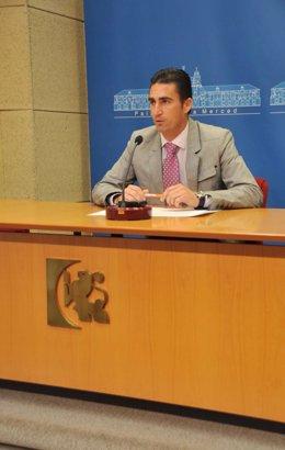 Agustín Palomares durante la rueda de prensa