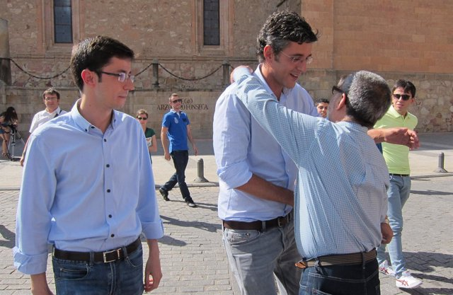 Eduardo Madina Saluda A Un Militante En Salamanca