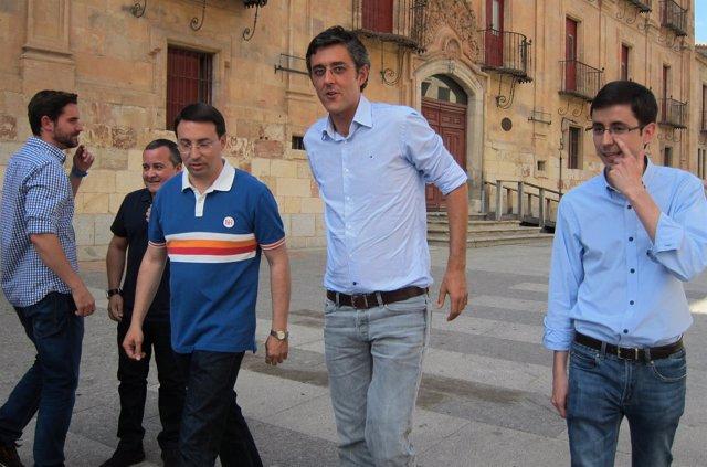 Madina a su llegada a la sede del PSOE de Salamanca