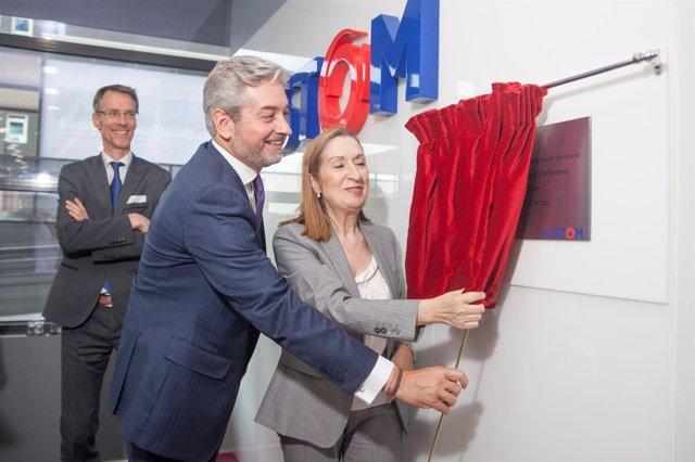 La ministra de Fomento inaugura las nuevas instalaciones de Alstom España