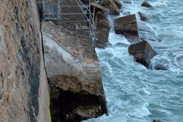 Muralla defensiva de Cádiz a la altura del paseo de Santa Bárbara