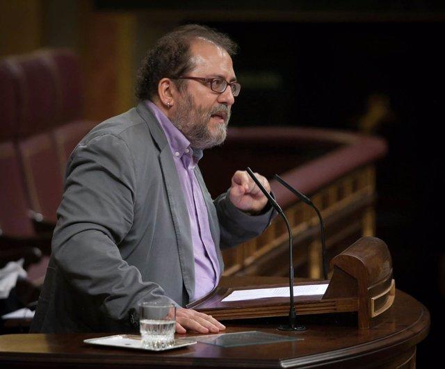 Chesús Yuste, diputado de Chunta Aragonesista, en el hemiciclo