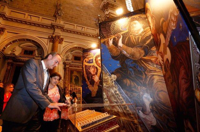Fabra inaugura la exposición sobre el hallazgo de los ángeles músicos en la Seo.