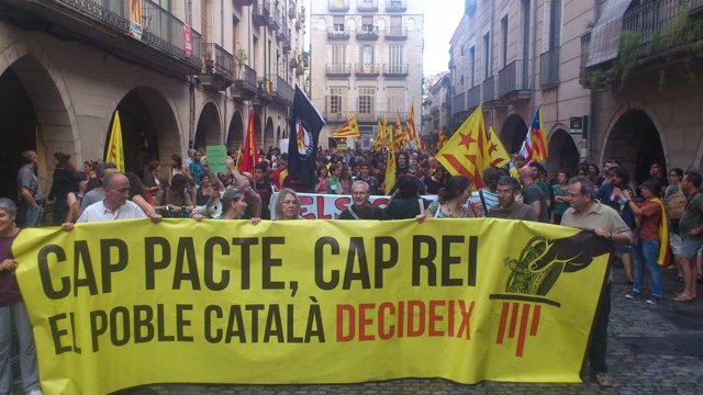 Manifestación en Girona el día de la 1ªvisita de los Reyes a Catalunya