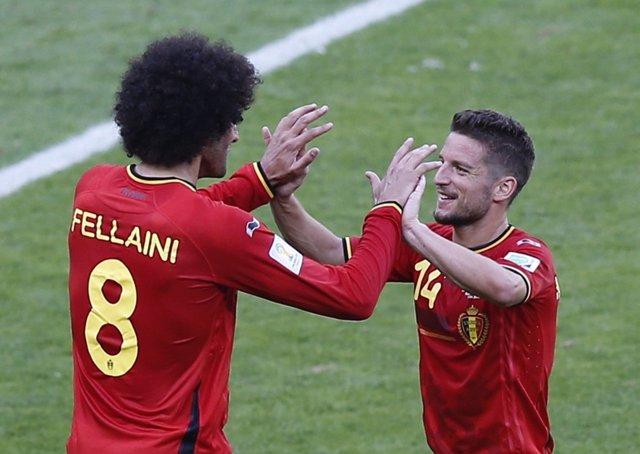 Marouane Fellaini y Dries Mertens con Bélgica