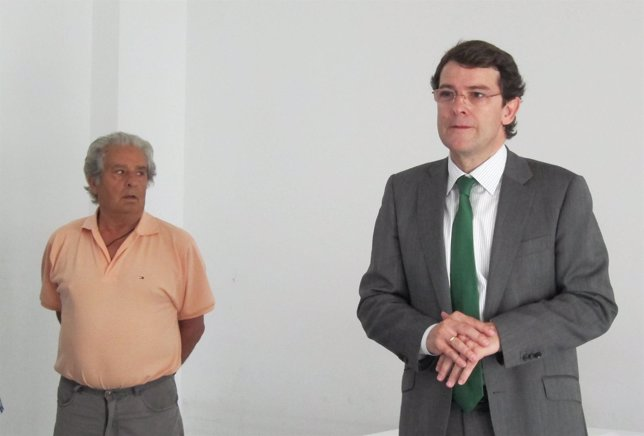 El alcalde de Salamanca durante la entrega de las viviendas protegidas