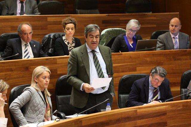 Francisco Álvarez-Cascos y diputados de Foro Asturias en la Junta General