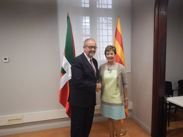 El conseller d Empresa, F. Puig, y la consejera d Desarrollo Económico, A. Tapia
