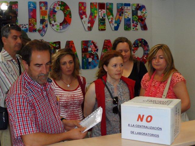 Entrega firmas Junta Personal Hospital Laredo