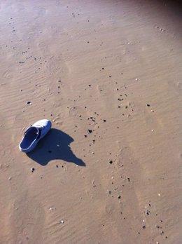 Bolas de alquitrán localizadas en la playa de Zahara de los Atunes