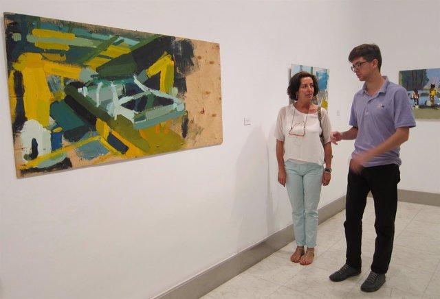 Guillermo Lechón explica su obra a Mercedes Cantalapiedra