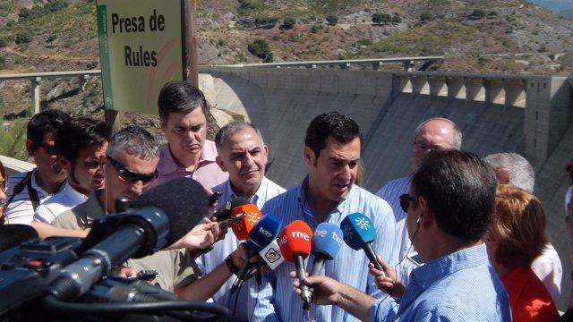 Juan Manuel Moreno en la presa de Rules, Granada