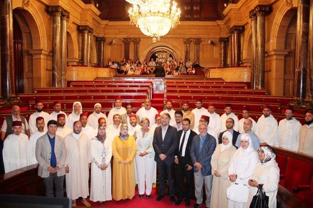 Una delegación de imanes de Marruecos visita el Parlament