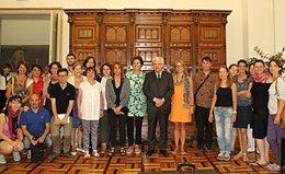 El conseller de Cultura, Ferran Mascarell, con estudiantes de Bolzano