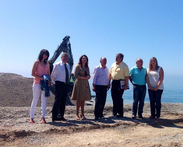 Carmen Crespo en una playa de Adra
