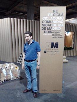 Borja Sarasola presentando el espacio Re-Scape