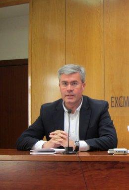 El alcalde de Jaén, José Enrique Fernández de Moya, en rueda de prensa.
