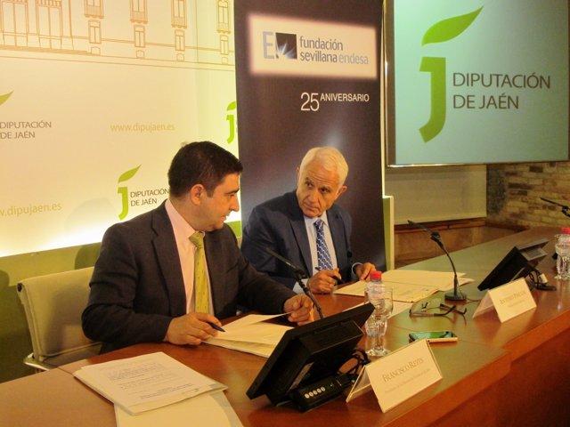 Firma de acuerdo para la iluminación del claustro del Palacio Provincial de Jaén