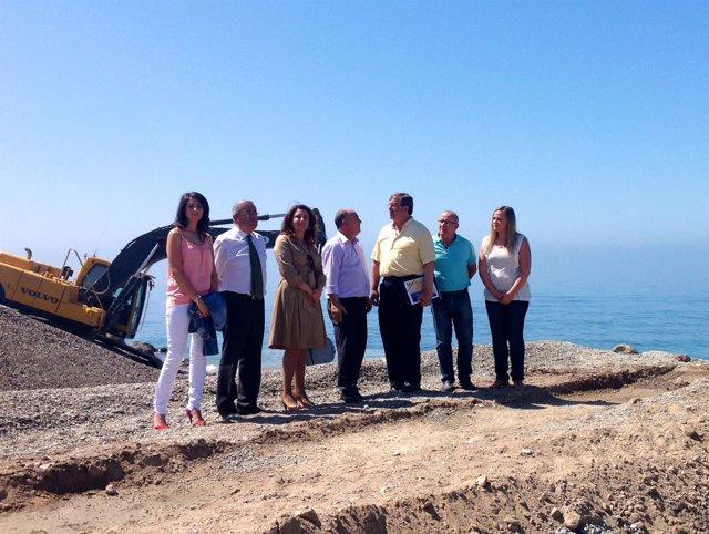 Carmen Crespo en las obras de regeneración de la playa de Adra