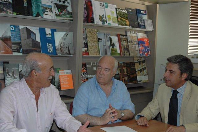 Romero (centro) y Lorite (dcha.) durante su encuentro