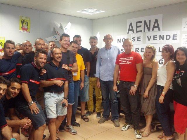 Zorrilla con trabajadores de Aena en málaga encerrados por privatización