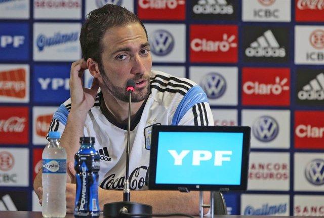 Gonzalo Higuaín en la rueda de prensa de Argentina