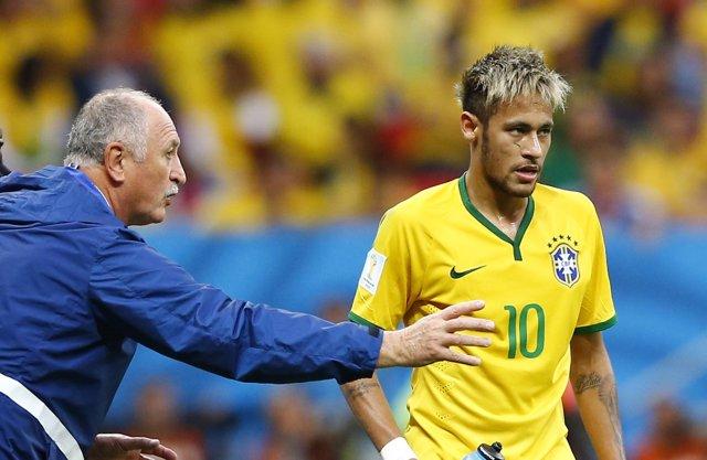 Luiz Felipe Scolari con Neymar durante el Mundial