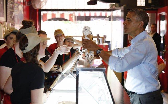 Obama comprando un helado