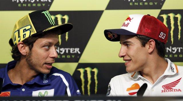 Valentino Rossi con Marc Márquez en rueda de prensa