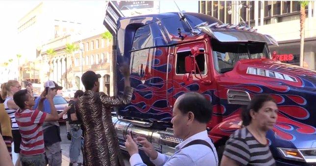 Optimus Primer como taxi de Uber