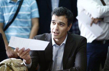 Una encuesta sitúa a Pedro Sánchez como favorito entre los diputados socialistas, aunque un 25% reserva su voto