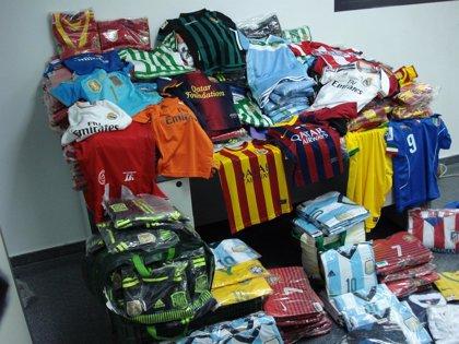 Intervenidas más de 500 equipaciones de fútbol falsificadas
