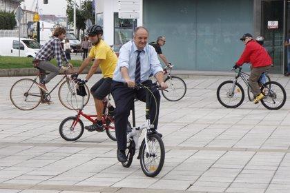 """El consejero de Medio Ambiente apuesta por la bicicleta como una """"alternativa"""" para ir al trabajo"""