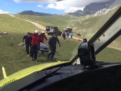 El helicóptero rescata a un ciclista que se cayó en Picos de Europa
