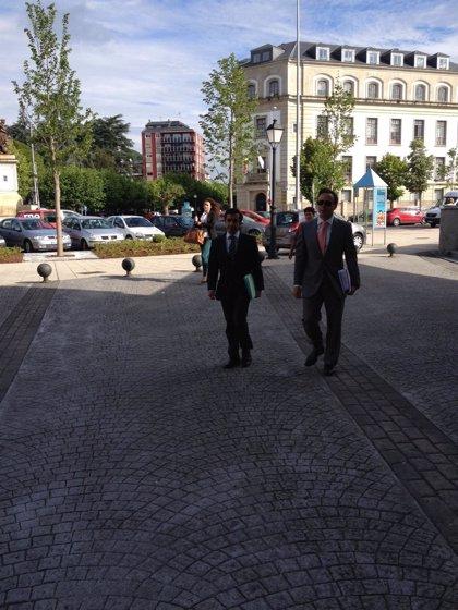 Desfile de políticos en los juzgados de Lugo