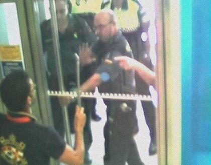 Detenido por atracar un banco tras amenazar con una barra metálica